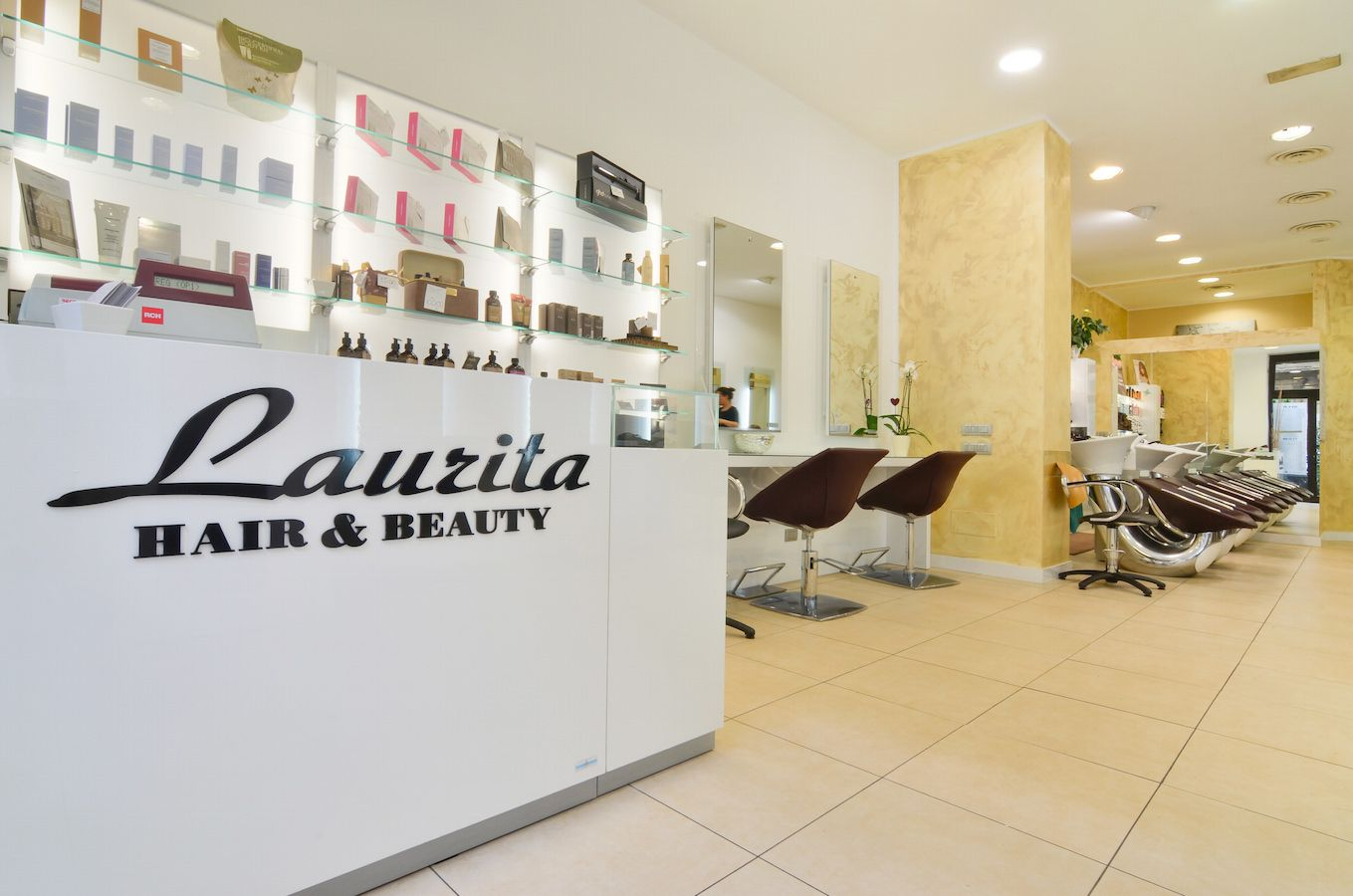 Laurita parrucchieri viale san michele del carso 16 for Arredamento parrucchieri milano